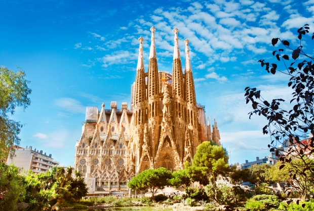 Antoni Gaudí was commissioned in 1883 to design the Basilica de La Sagrada Família as a neo-Gothic church.